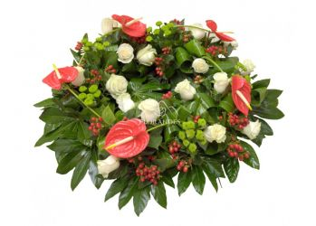 coroana din anthurium si trandafiri