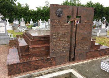 monument funerar granit rosu